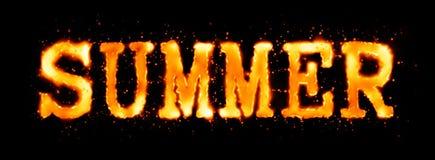 Inscrição flamejante do verão no preto Fotografia de Stock