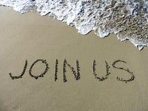 A inscrição junta-se nos na areia molhada Fotografia de Stock Royalty Free