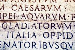 Inscrição latino em Roma, Itália Fotos de Stock