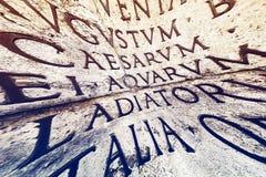 Inscrição latino em Roma, Itália Imagens de Stock Royalty Free
