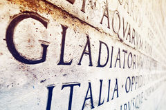 Inscrição latino na parede em Roma, Itália Fotos de Stock