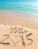 inscrição 2015 na areia perto do mar Fotos de Stock Royalty Free