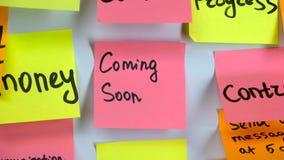 Inscrição na etiqueta que vem logo em uma etiqueta colada em uma placa filme