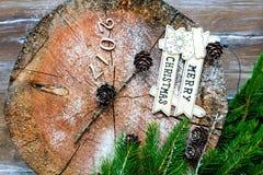 A inscrição 2017 no coto de madeira do fundo Imagens de Stock Royalty Free