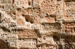 Inscrição velhas na caverna de Gautmanis Imagens de Stock