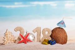 Inscripción 2018, bola del Año Nuevo de la Navidad en vez del número 0, t Foto de archivo libre de regalías