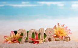 Inscripción 2018, botella del Año Nuevo de champán adornada con la Florida Fotos de archivo libres de regalías