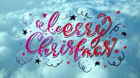 Inscripción caligráfica manuscrita de la Feliz Navidad en una textura del azul de cielo contexto Imagenes de archivo