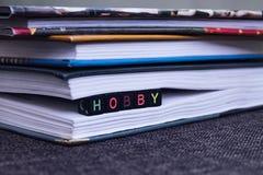 inscripción de la afición en el libro el concepto de lectura y amor de libros foto de archivo