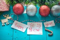 inscripción de la Feliz Año Nuevo en fondo de madera Foto de archivo libre de regalías