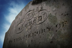 Inscripción de la lápida mortuaria Imágenes de archivo libres de regalías