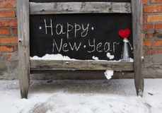 Inscripción de la tiza del Grunge en la Feliz Año Nuevo del tablero Imágenes de archivo libres de regalías