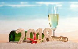 Inscripción 2018 del Año Nuevo, botella y vidrio de champán, starfi Fotografía de archivo libre de regalías