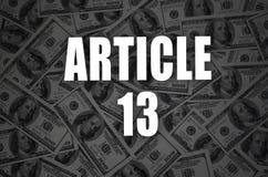 Inscripción del artículo 13 y mucho cientos billetes de dólar en fondo oscuro imagen de archivo libre de regalías