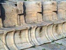 Inscripción del griego clásico, teatro de Dionysus, Atenas, Grecia fotos de archivo libres de regalías