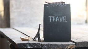Inscripción del viaje Viaja la idea del mundo almacen de metraje de vídeo