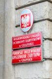 Inscripción en el edificio la oficina provincial para la protección de monumentos y foto de archivo