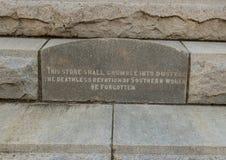 Inscripción en el lado norte del monumento de guerra confederado en Dallas, Tejas fotografía de archivo libre de regalías