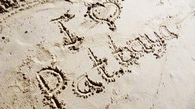 Inscripción en la arena; Fotografía de archivo libre de regalías