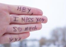Inscripción en la palma del amor de la muchacha Fotografía de archivo libre de regalías