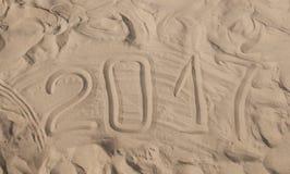 Inscripción 2017 en una arena de la playa Fotos de archivo libres de regalías
