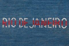 Inscripción Rio de Janeiro, diamantes artificiales integrados en el dril de algodón Foto de archivo libre de regalías
