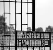 Inscription ARBEIT MACHT FREI Photographie stock libre de droits