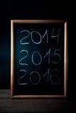 Inscription 2014 craie 2015 2016 sur un tableau noir Image libre de droits