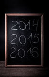 Inscription 2014 craie 2015 2016 sur un tableau noir Images stock