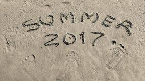 Inscription 2017 d'été sur le plan rapproché de sable Images stock