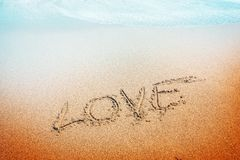 Inscription d'amour sur le sable Image stock