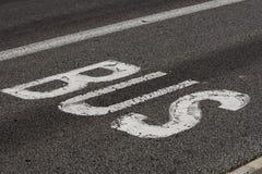 Inscription d'autobus sur une route photo libre de droits