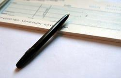 Inscription d'un chèque 2 Images libres de droits