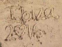 Inscription dans le sable d'un Ibiza& x27 ; plage de s Photo libre de droits