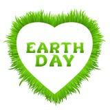 Inscription de jour de terre avec le cadre de coeur fait en herbe sur le blanc Carte de voeux heureuse de jour de terre Images stock
