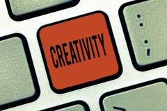 Inscription de la note montrant la créativité Utilisation de présentation de photo d'affaires d'imagination ou d'idées originales images stock