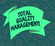 Inscription de la note montrant la gestion de la qualité totale Photo d'affaires présentant le procédé organisationnel constant d illustration libre de droits