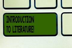Inscription de la note montrant l'introduction à la littérature Photo d'affaires présentant le cours préparatoire de composition illustration de vecteur