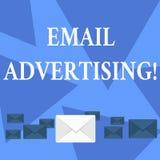 Inscription de la note montrant la publicit? d'email Acte de pr?sentation de photo d'affaires d'envoyer un message commercial ? l illustration stock