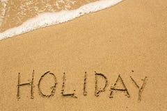 Inscription de VACANCES sur le sable de plage de mer Photo libre de droits