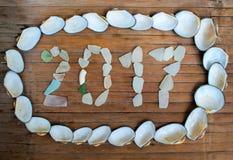 Inscription en verre 2017 de mer sur le fond en bois Images stock