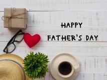 Inscription heureuse de jour du ` s de père avec le redheart, boîte-cadeau, chapeau, gla Photos stock