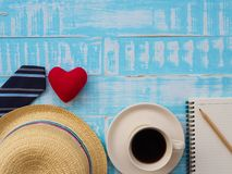 Inscription heureuse de jour du ` s de père avec une tasse de café, redheart, h Photo stock