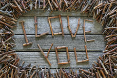 Inscription je t'aime avec les bâtons en bois sur le fond en bois Photos stock