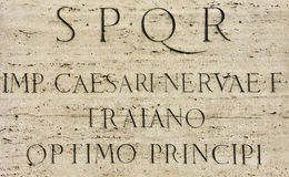 Inscription latine de Roman Emperor Trajan Photographie stock