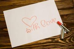 Inscription rouge de rouge à lèvres avec amour Image stock