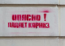 Inscription sur le mur de la maison images stock