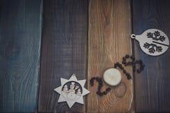 inscription 2018 sur un fond en bois coloré Photographie stock