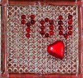 Inscription vous et coeur, perle en verre rouge Photo libre de droits