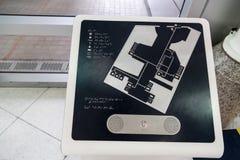 Inscriptions de Braille pour les abat-jour sur l'information d'agrément public Photographie stock